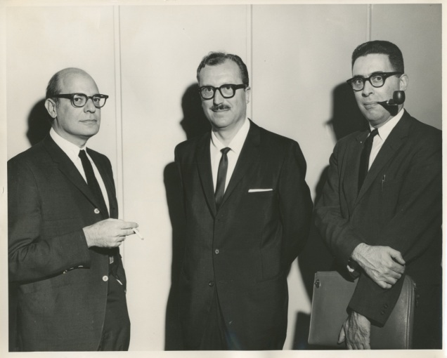Stanley Schacter a la izquierda en un simposio sobre Motivación en Nebraska (1964).